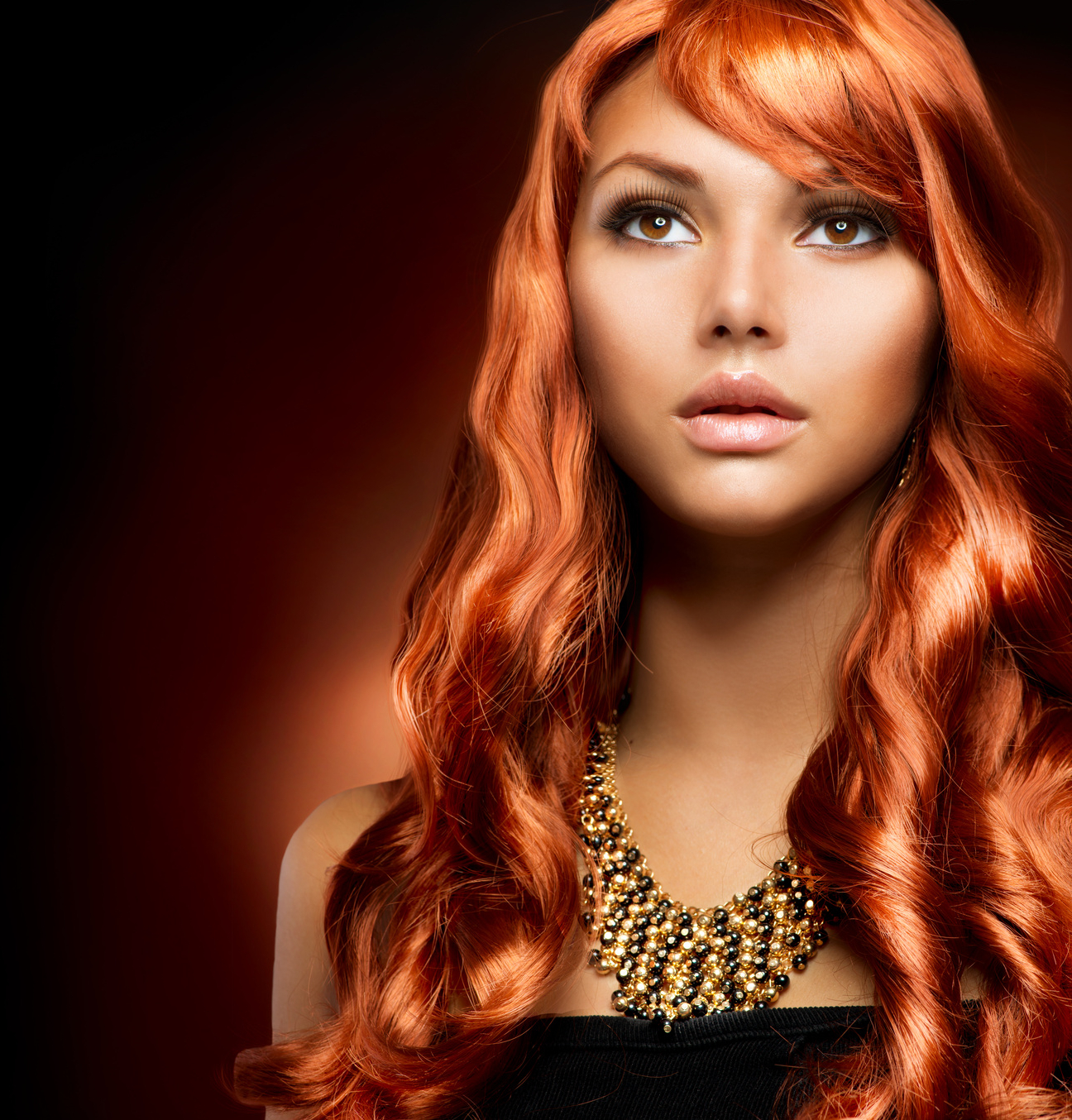 Hair extension model red
